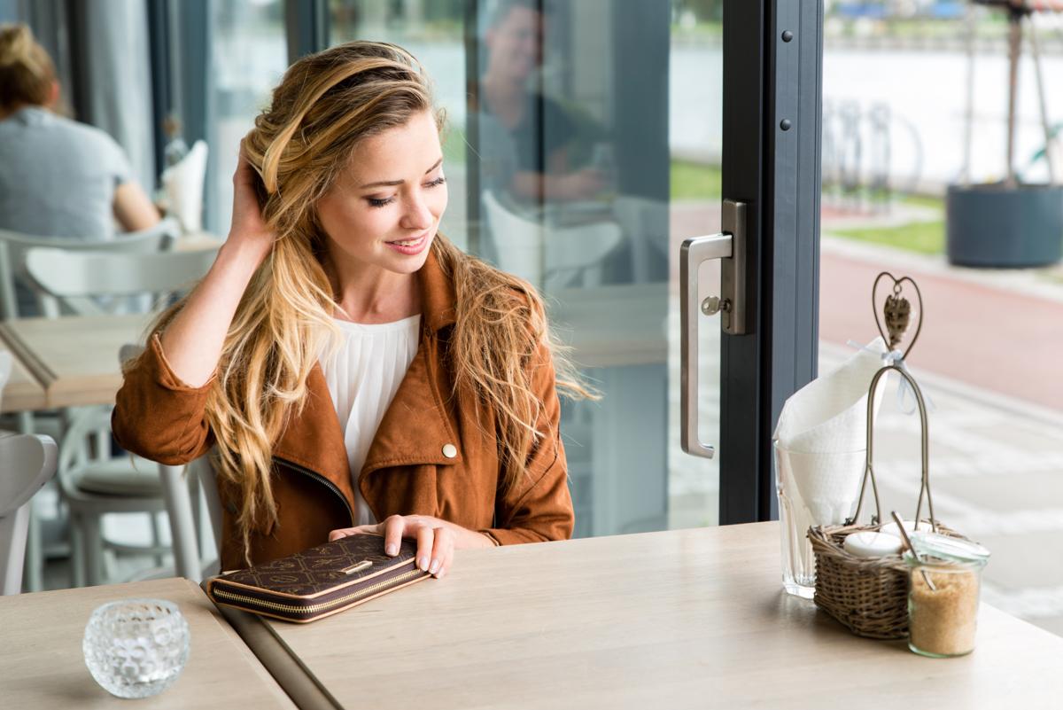 brązowa stylizacja portfel juliette in wonderland